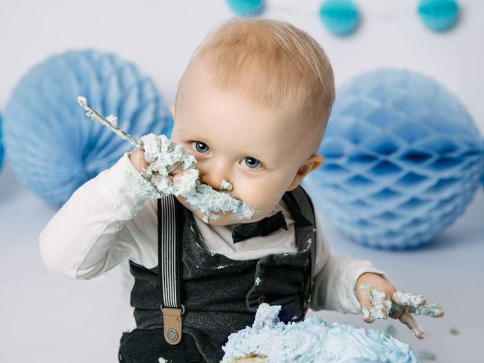 smash the cake-elinstahre-fotograf-jonkoping-barn-nyfodd-bebis
