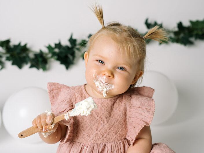 smash-the-cake-jonkoping-elinstahre-1arsfotografering-bebisbilder-fotograf
